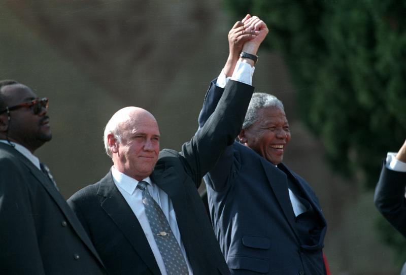 نيلسون مانديلا وفريدريك ويليام دي كليرك
