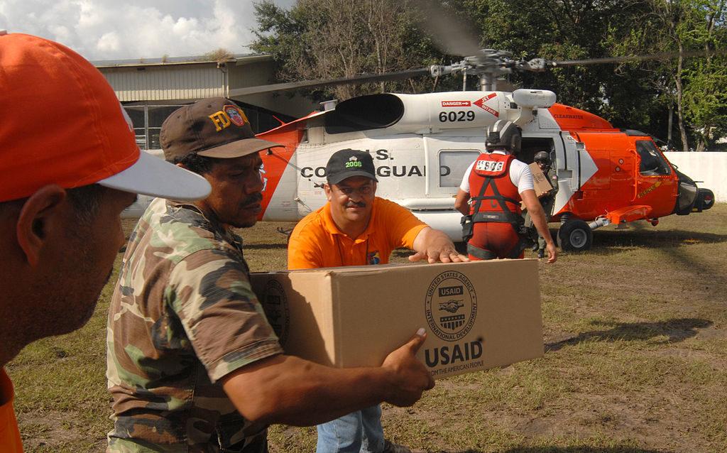 المساعدات المقدمة بواسطة موظفي خفر السواحل في الولايات المتحدة