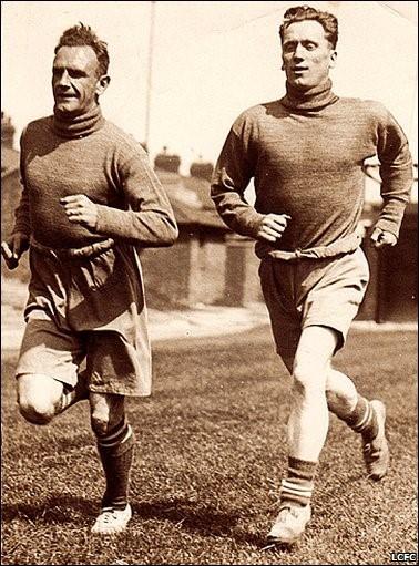 «إيرني هاين» على اليمين و«آرثر شاندلر» على اليسار.