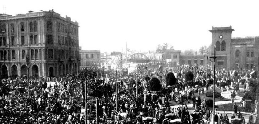 تجمع المتظاهرين أمام محطة مصر - المعروف بميدان رمسيس حاليا
