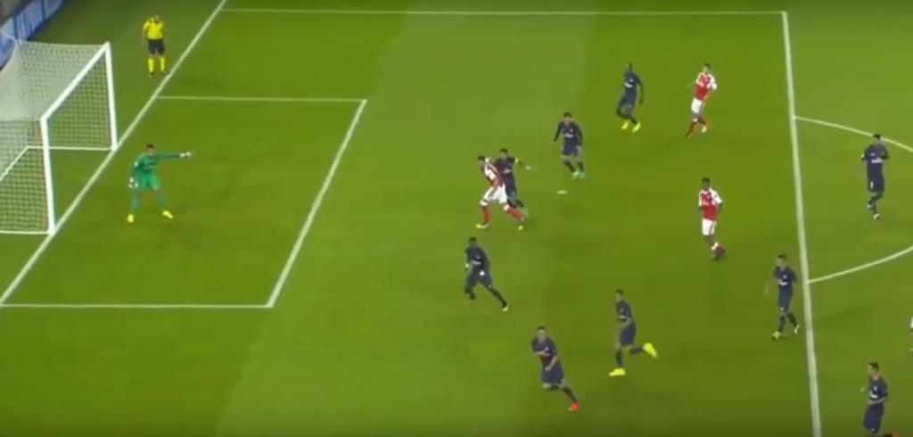 كم لاعب في العالم يمكنه رؤية أيوبي في وضعية كتلك، ناهيك عن النجاح في التمرير له