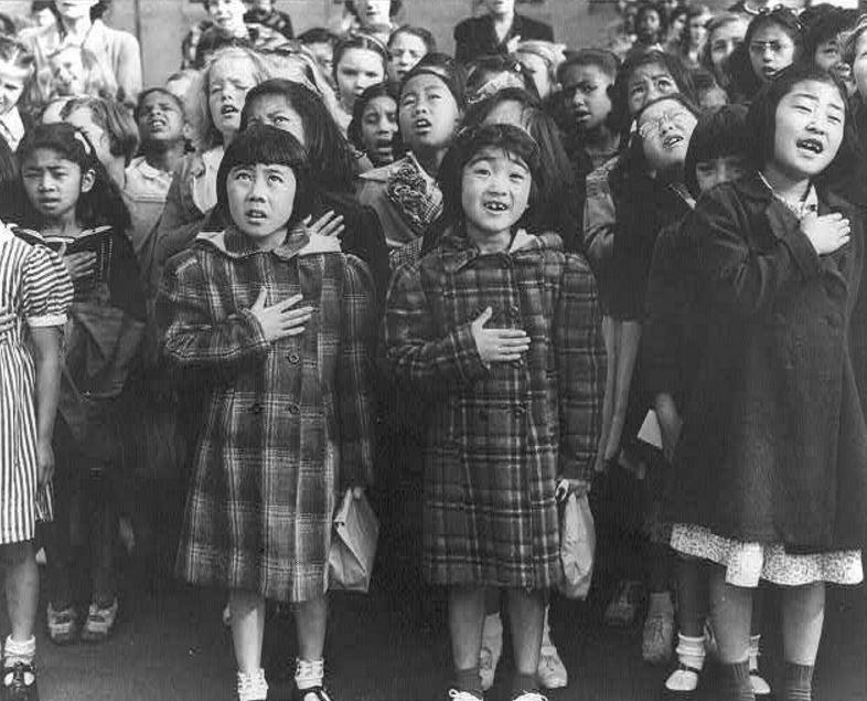 فتاتان يابانيتان