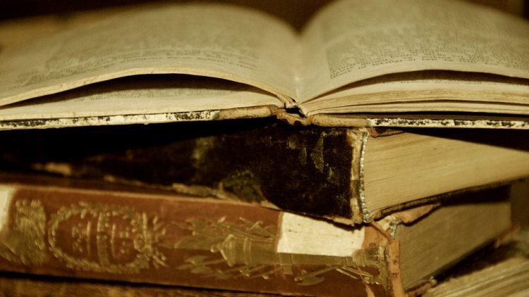 كتب, لغة إنجليزية, كتب قديمة, لغة العلم, كتب علوم