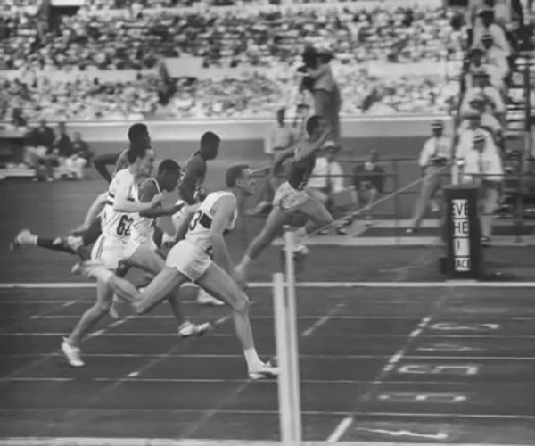 أرمين هاري يرتدي حذاء بوما خلال أوليمبياد روما 1960.