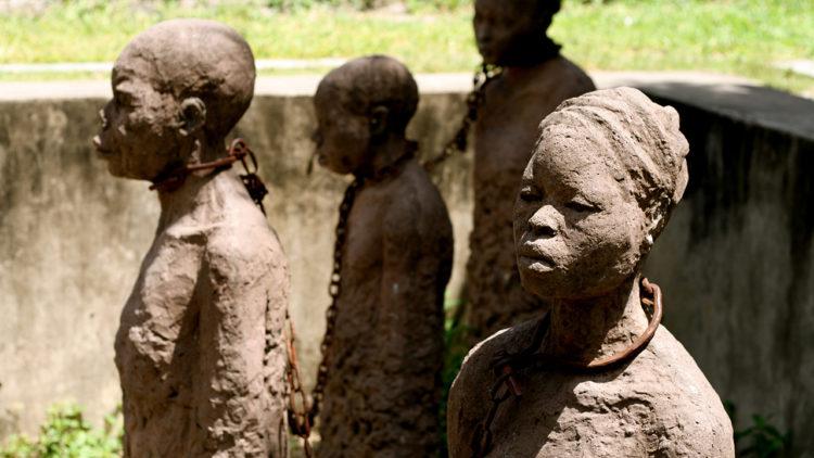 تماثيل تذكارية للعبيد في زنجبار