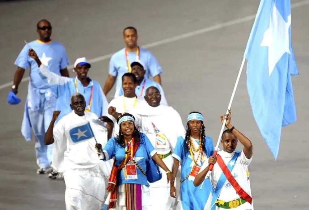 سامية يوسف عمر مع البعثة الصومالية في أولمبياد بكين عام 2008.
