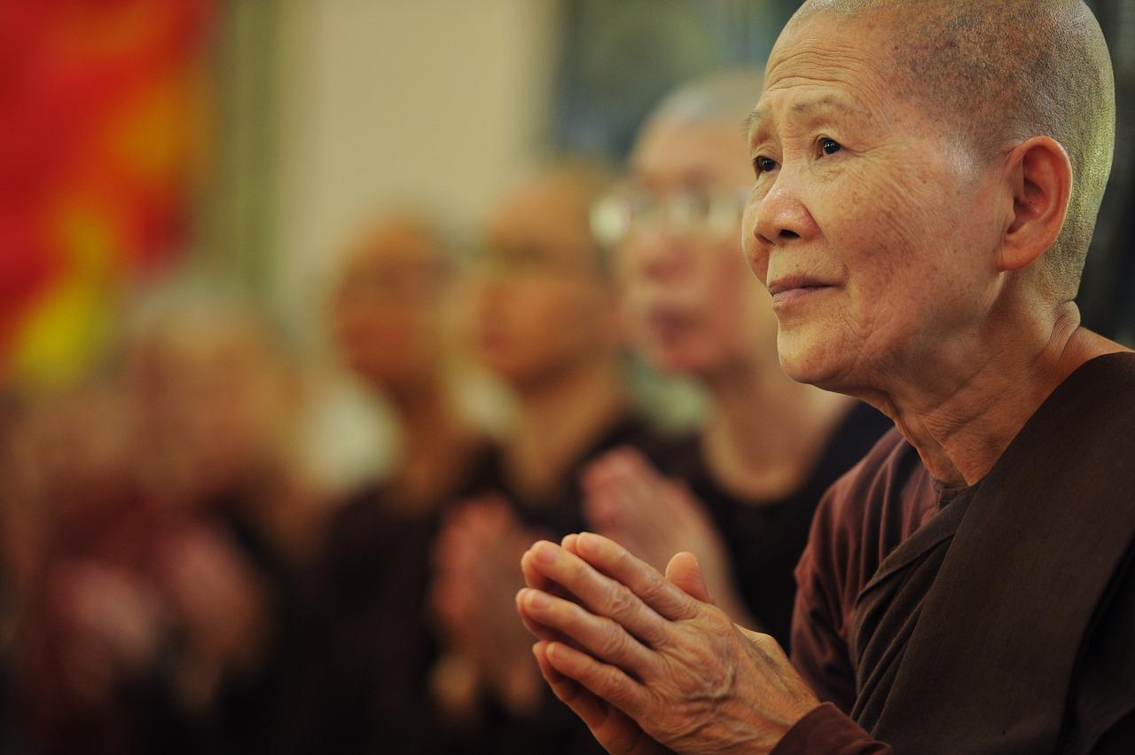 راهبات بوذيات, الديانة البوذية, أديان