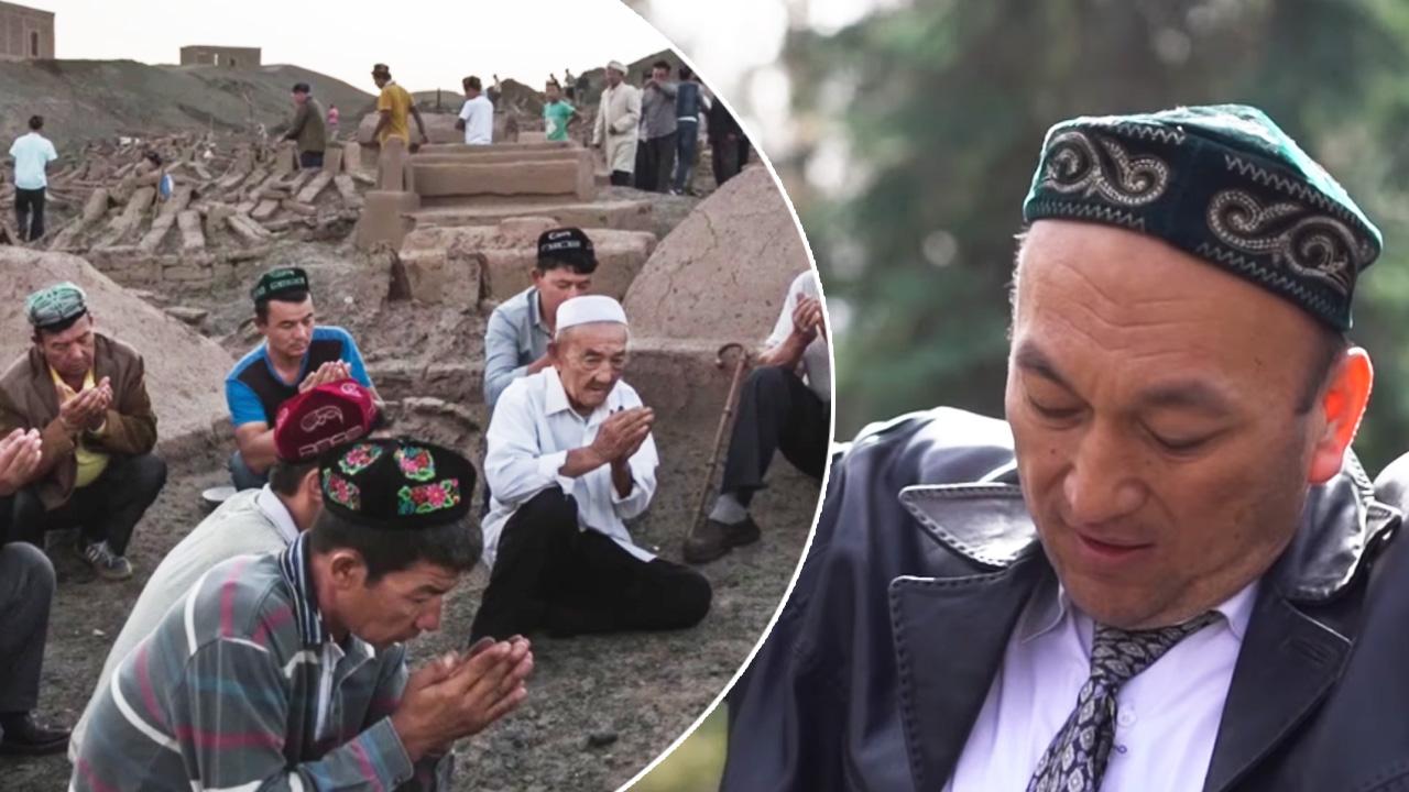 عمر بكالي (يمين) ناجٍ من معسكرات الاعتقال التي أقيمت للمسلمين في الصين، تجمع من المسلمين الصينيين.