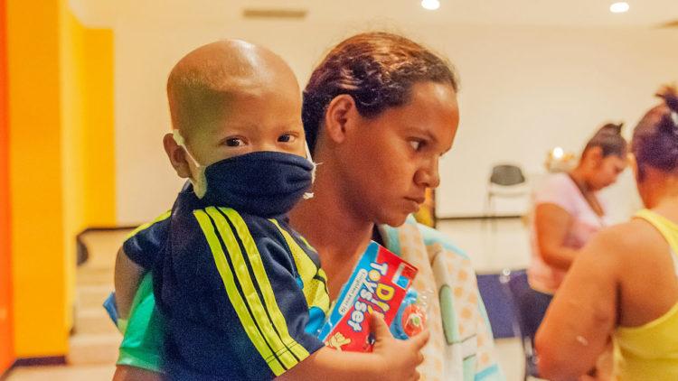 سرطان الأطفال, السرطان, علاج, صحة, نفسية, الأثار النفسية, أم, طفلة مصابة بالسرطان