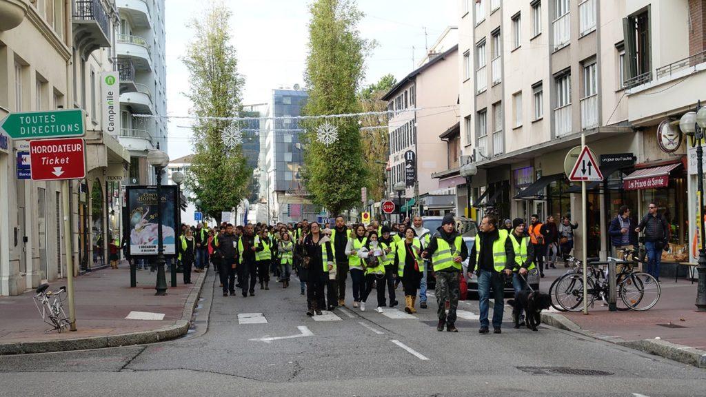 السترات الصفراء, فرنسا, الشرطة الفرنسية