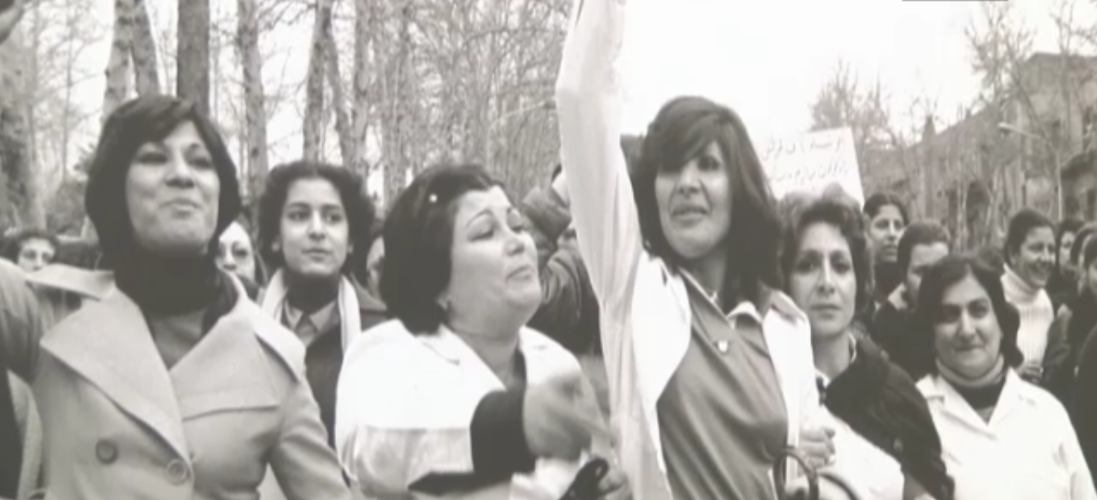 نساء إيرانيات يتظاهرن ضد الحجاب الإلزامي عام 1979