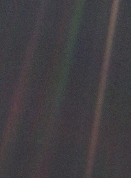 تلسكوب هابل، حقل هابل البعيد، صور فلكية، ناسا، فضاء، قمر، الأرض، نقطة زرقاء باهتة