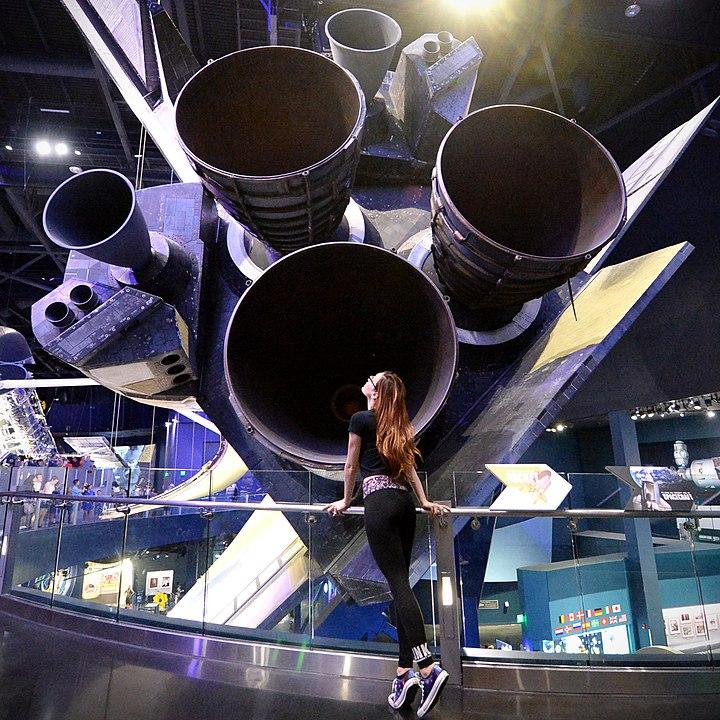 محركات الدفع الخاصة بأحد مكوكات الفضاء
