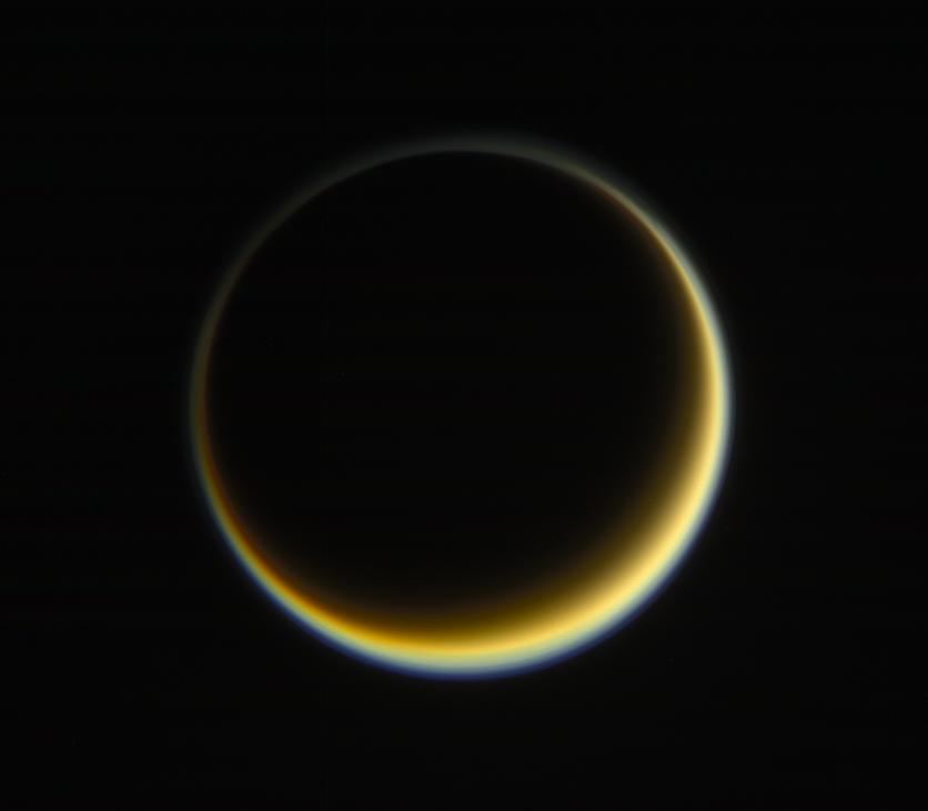 زحل تيتان