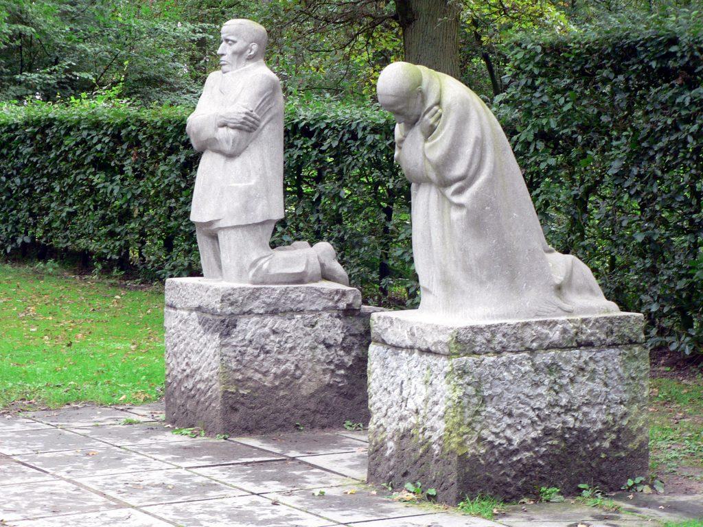 تمثال الوالدين المكلومين