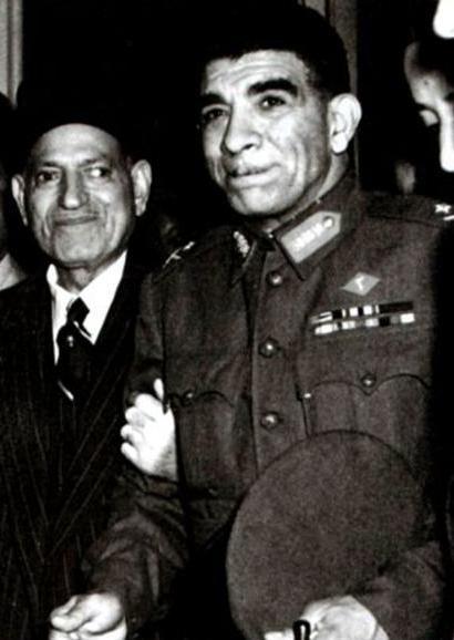 محمد نجيب مع مصطفى النحاس باشا
