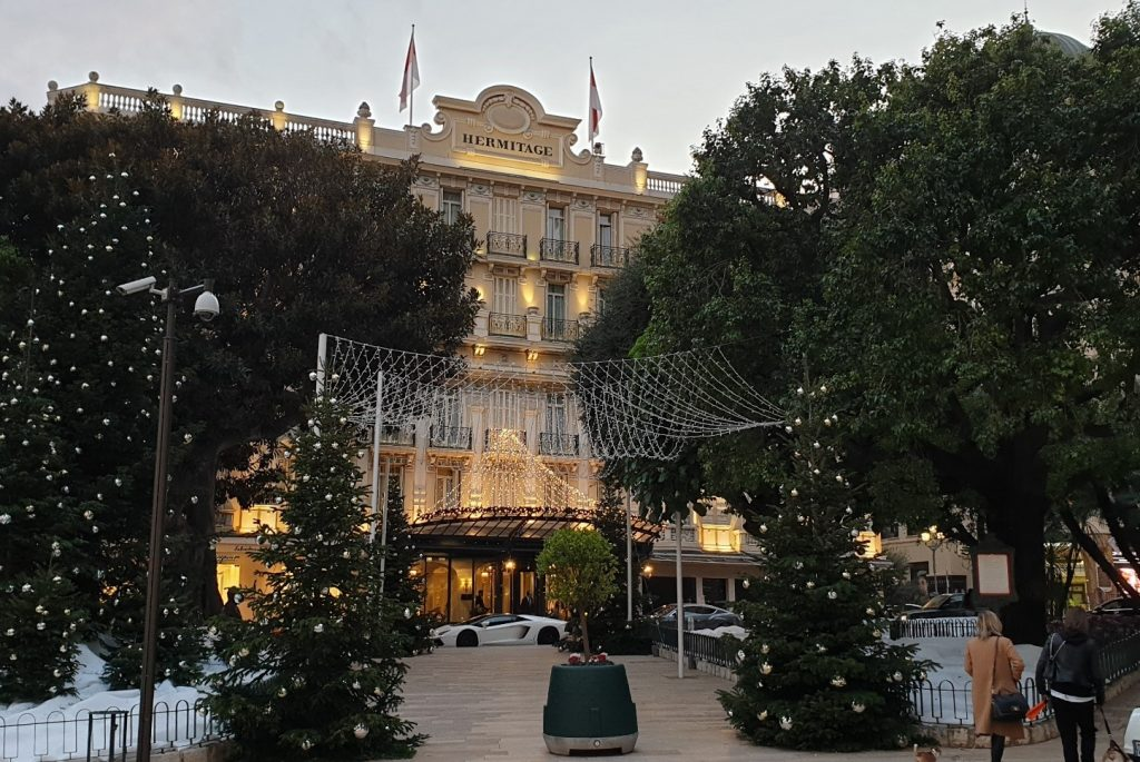 فندق (Hermitage)
