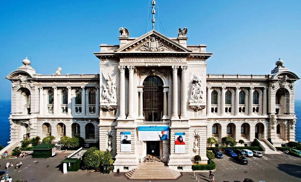 واجهة المتحف من أفنيو سان مارتن