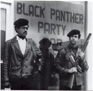 عناصر مسلحة من جماعة الفهود السوداء في أمريكا