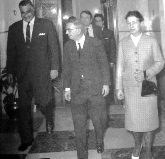 سارتر وسيمون دي بوفوار في زيارته لمصر