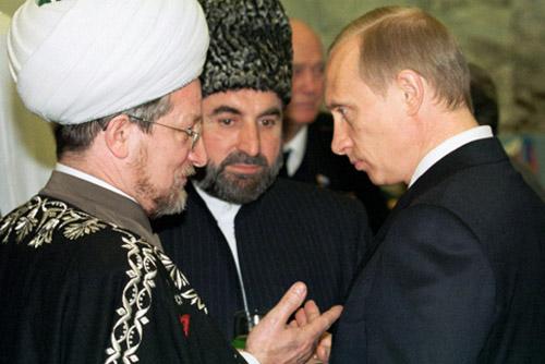 فلاديمير بوتين مع أعضاء القيادة الدينية الإسلامية في البلاد