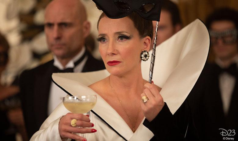 إيما تومسون في دور البارونة
