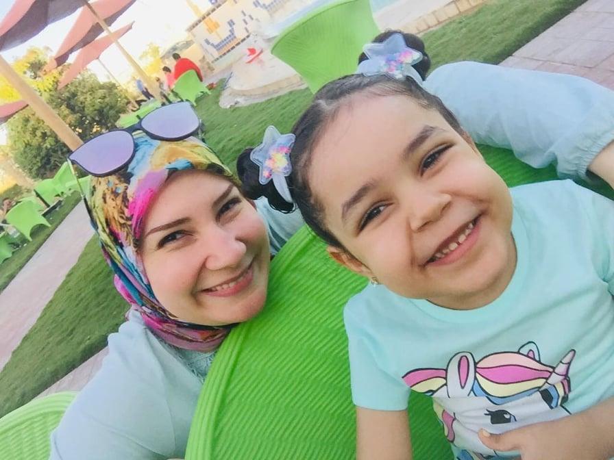 آية وطفلتها ليلى
